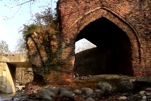فیلم   بقایای پل شاه عباسی یادگار دوره صفویه