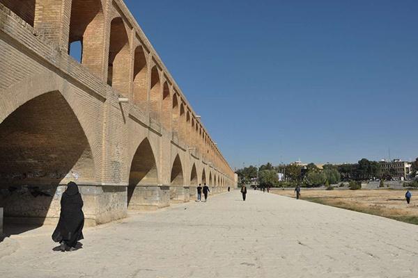 فیلم   سیوسه پل اصفهان در آستانه تخریب