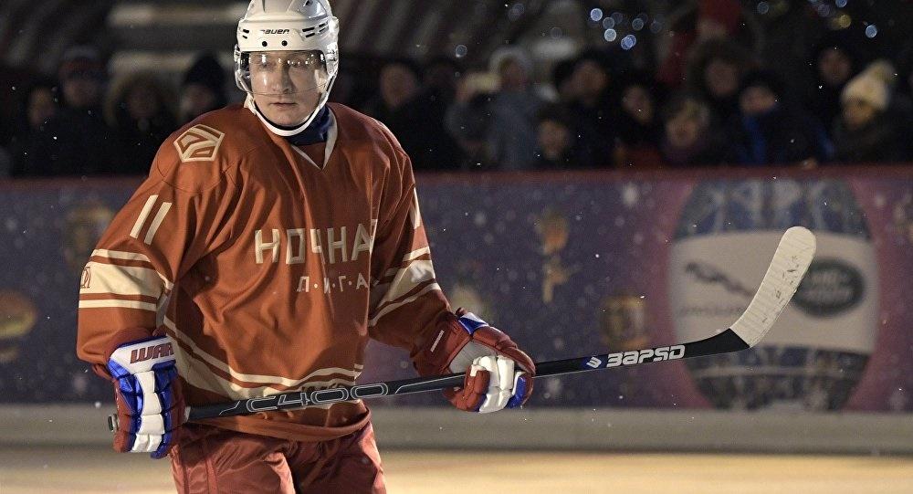 تصاویر   پوتین در لیگ هاکی روی یخ در میدان سرخ مسکو