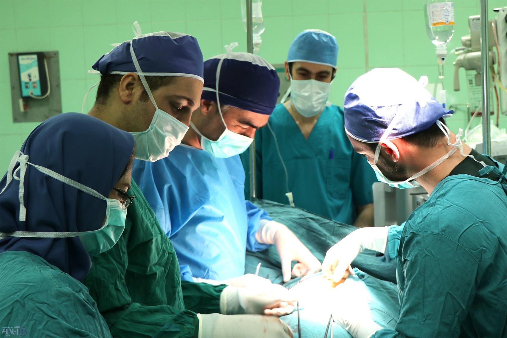 عمل خارج سازی غده تیموس به روش بسته بر روی ورزشکار اصفهانی در بیمارستان روحانی بابل