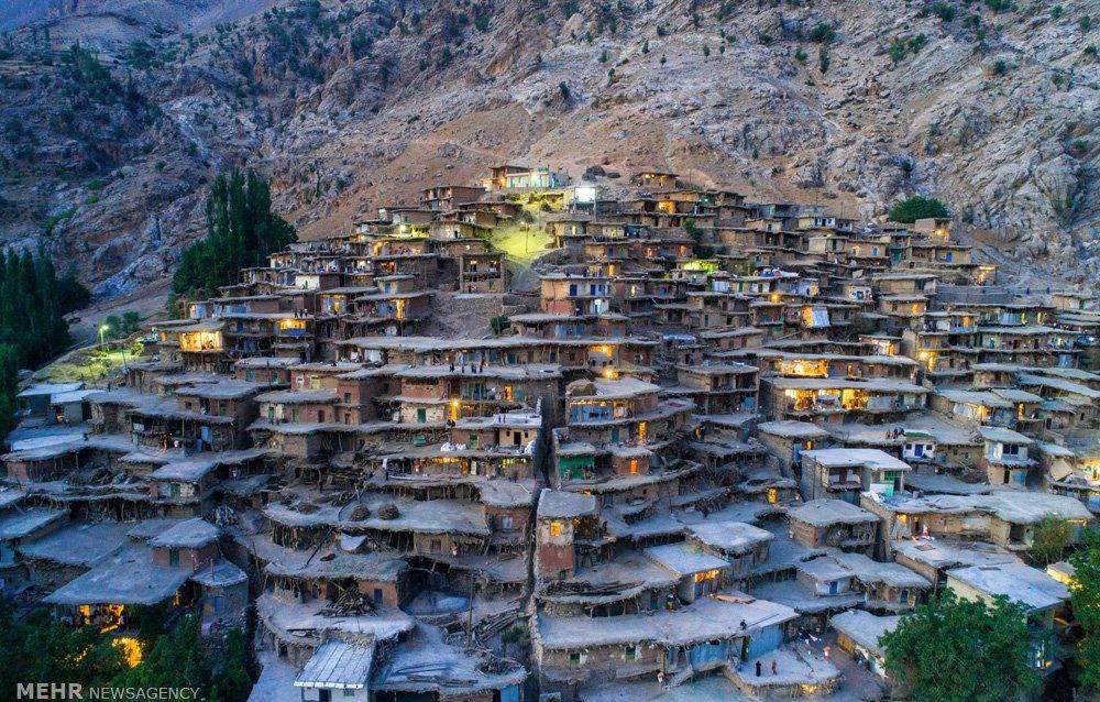تصاویر | روستایی دیدنی که خانههایش بدون استحکام روی هم ساخته شدهاند