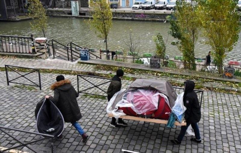 تصاویر | وضعیت نامناسب زندگی پناهجویان در پاریس