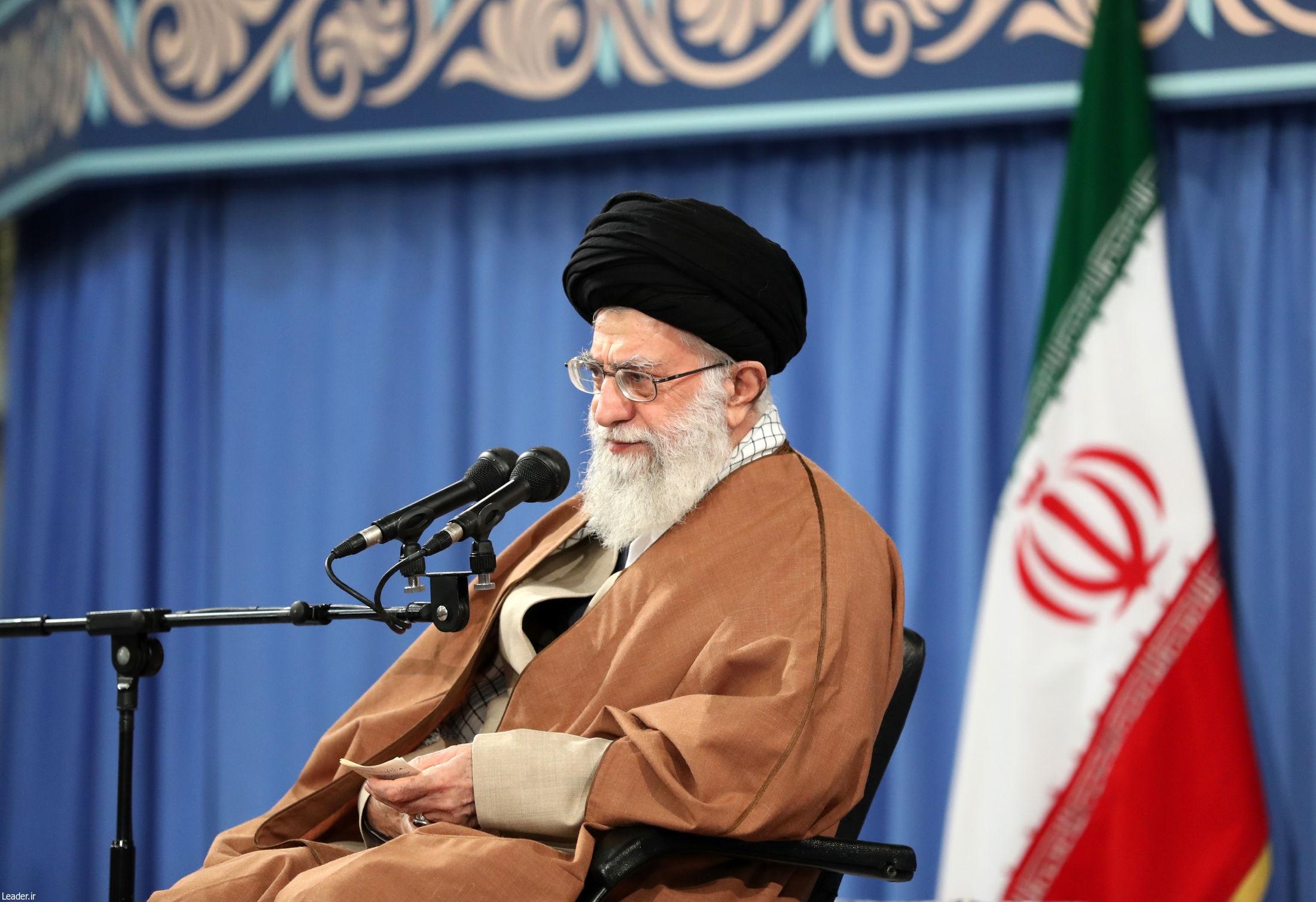 هشدارهای صریح رهبر انقلاب؛ کسانی که کشور در اختیارشان هست یا بوده دیگر حق ندارند علیه کشور حرف بزنند