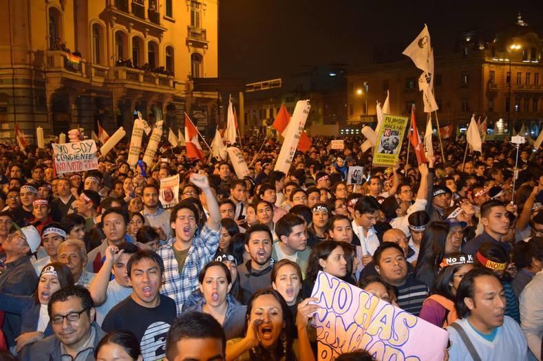 فیلم | درگیری پلیس و مردم پرو در پی تبرئه رئیس جمهور سابق