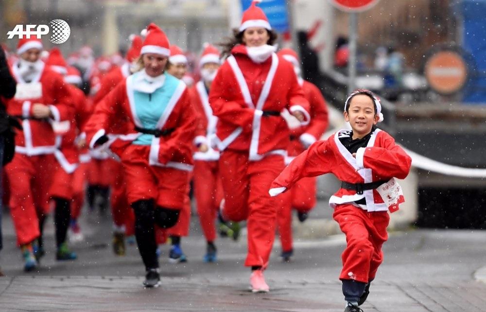 تصاویر | گردهمایی ۳ هزار بابانوئل برای کمک به کودکان فقیر مجارستان