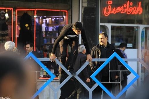 مشکلات تردد برای اقشار خاص/معلولان تهرانی، نمیتوانند از چهارراه مرکز شهر عبور کنند