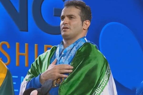 فیلم   اهتزاز پرچم ایران و اهدای مدال به وزنهبرداران ایرانی