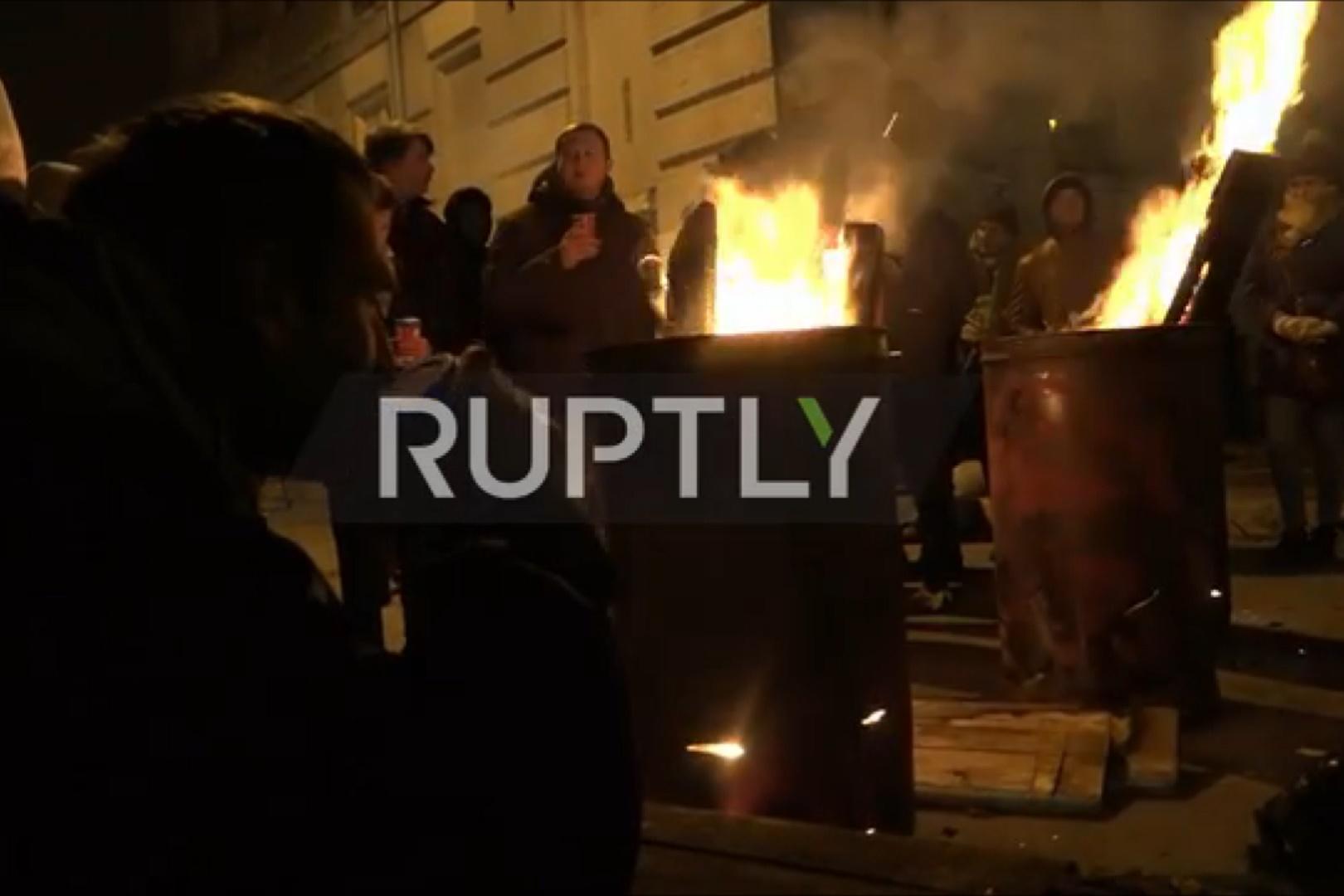 فیلم   روشنکردن آتش در اعتراض به بازداشت ساکاشویلی در اوکراین