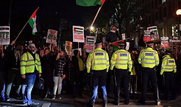 تصاویر | تجمع شبانه مردم لندن در حمایت از فلسطین