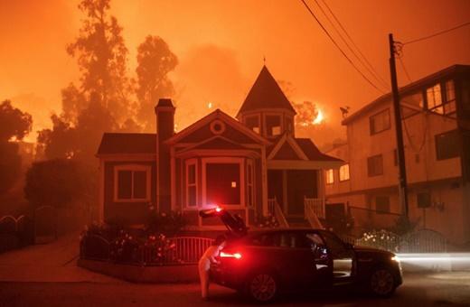 کالیفرنیای جهنمی/ چرا آتشسوزی مهیب جنگلهای آمریکا ویران میکند، پیش میرود و مهار نمیشود؟