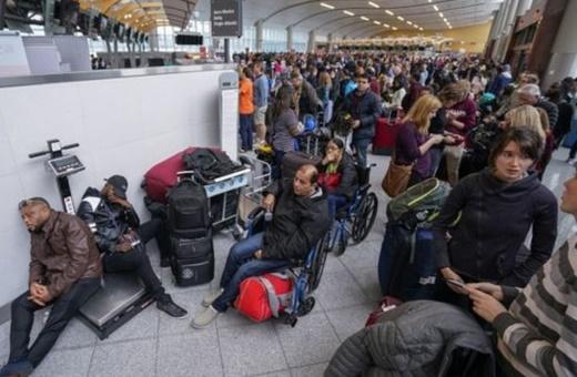 فیلم | وقتی برق شلوغترین فرودگاه جهان قطع شد