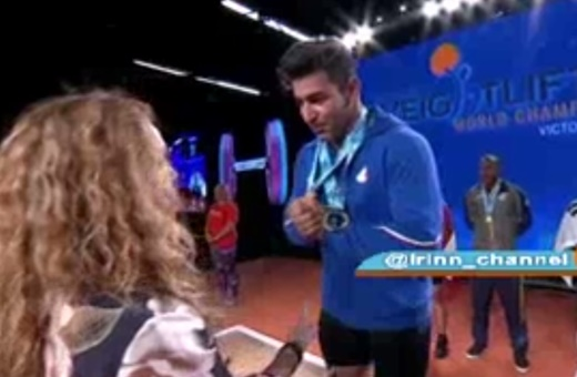 امتناع از دست دادن علی هاشمی با خانم مدال دهنده
