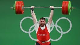 فدراسیون جهانی وزنهبرداری تالاخادزه را با حسین رضازاده مقایسه کرد