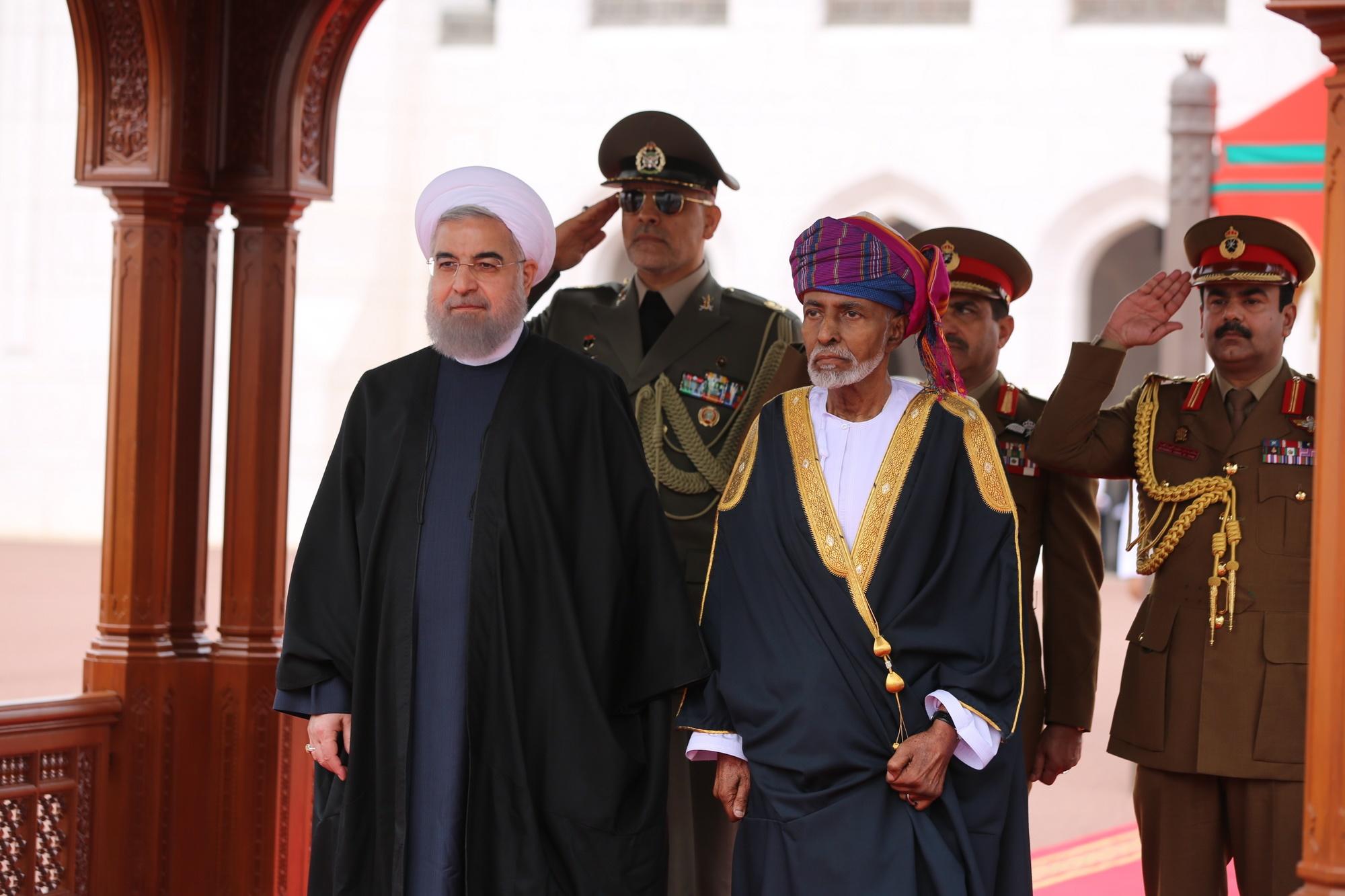 استقبال رسمی سلطان قابوس از روحانی در قصرالعلم مسقط