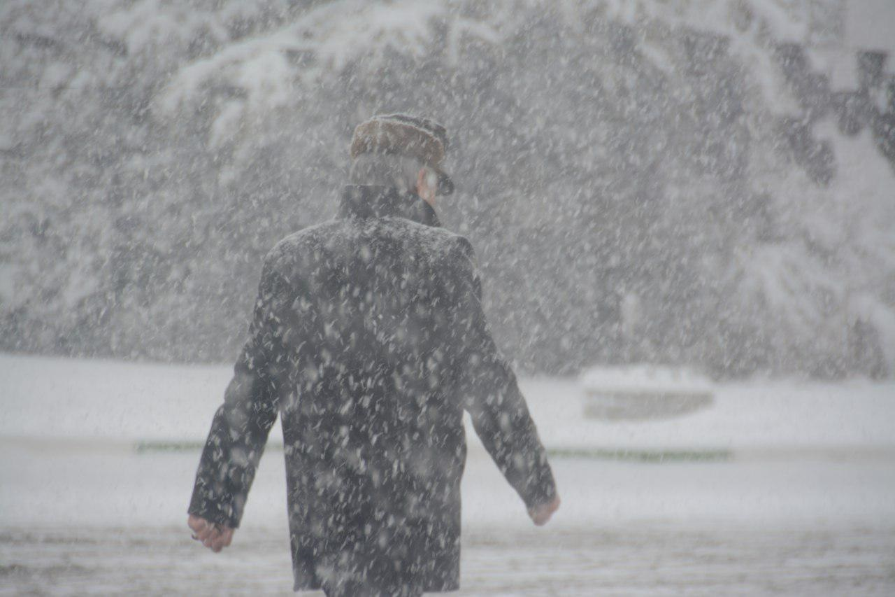 برف ارومیه و بحران در مدیریت بحران/ از قطعی آب تا عصبانیت کارمندان و والدین