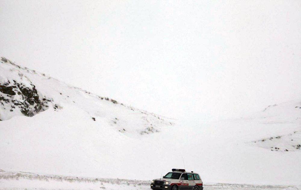تصاویر | بارش برف و ریزش بهمن در گردنه خانچایی