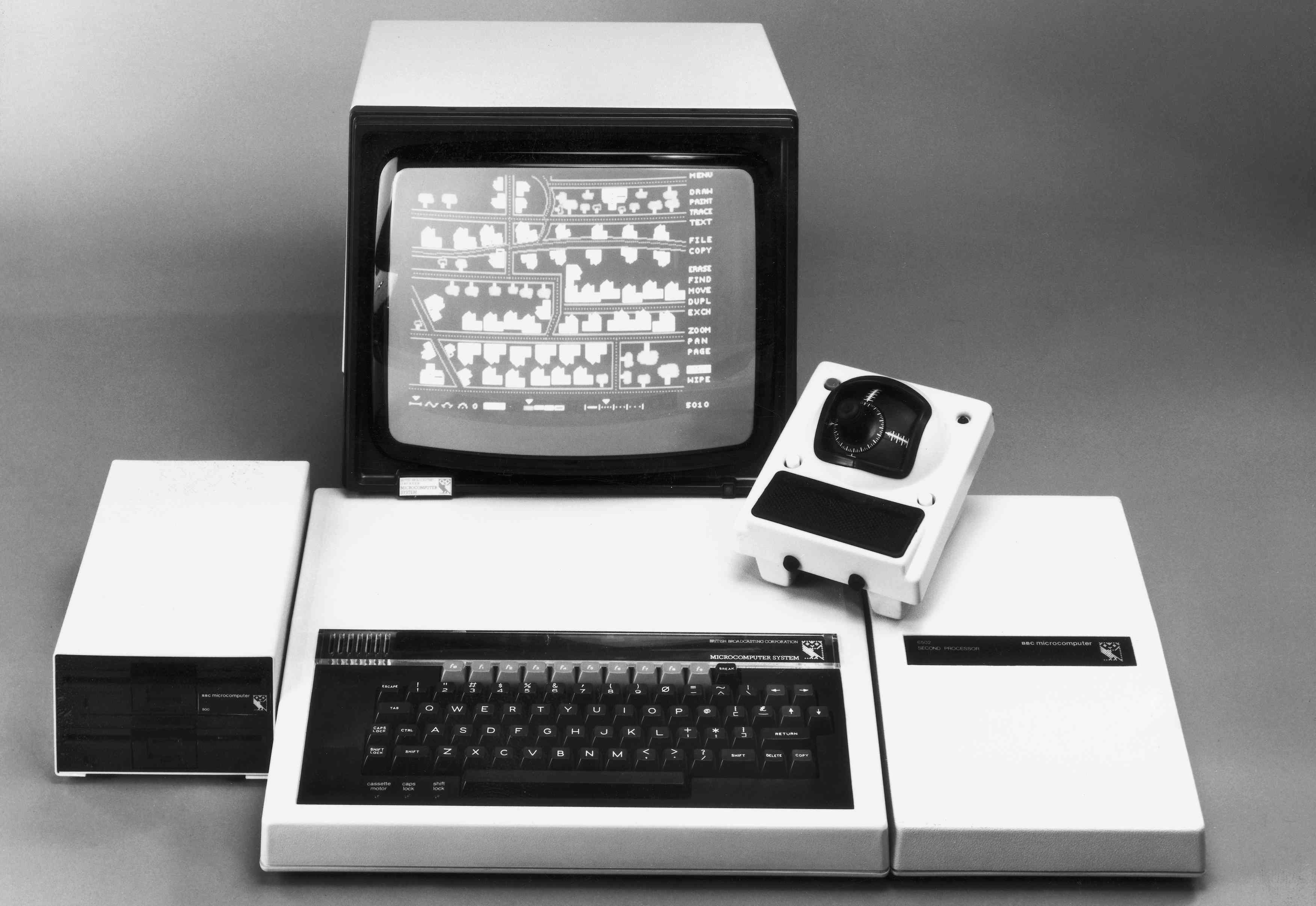 ۱۰ کامپیوتر و لپتاپ تأثیرگذار بر تاریخ بشریت را بشناسید و ببینید