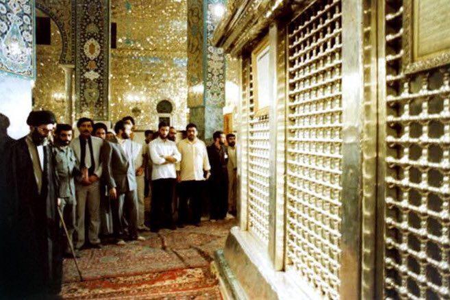 عکس  تشرف رهبر انقلاب به حرم حضرت زینب (س)