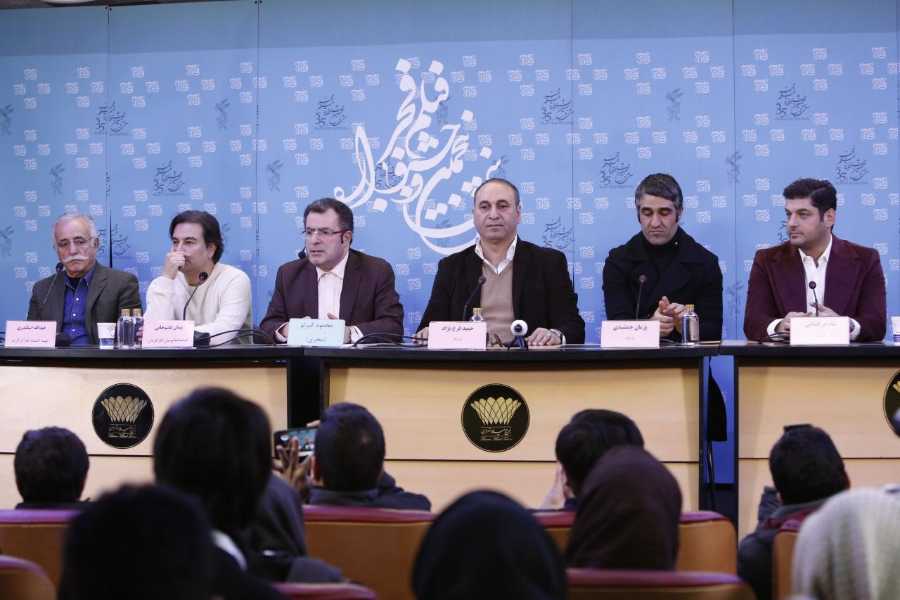 فیلم | احترام خبرنگاران به حسن جوهرچی در یک نشست جشنواره فیلم فجر