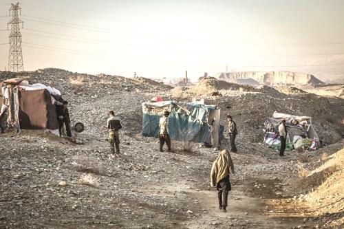 خانههای پلاستیکی خانوادههای بیخانمان بیخ گوش تهران که نه آب دارند، نه برق