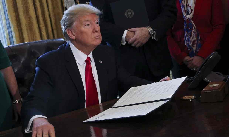 اتحاد ۹۷ کمپانی آی تی علیه ترامپ