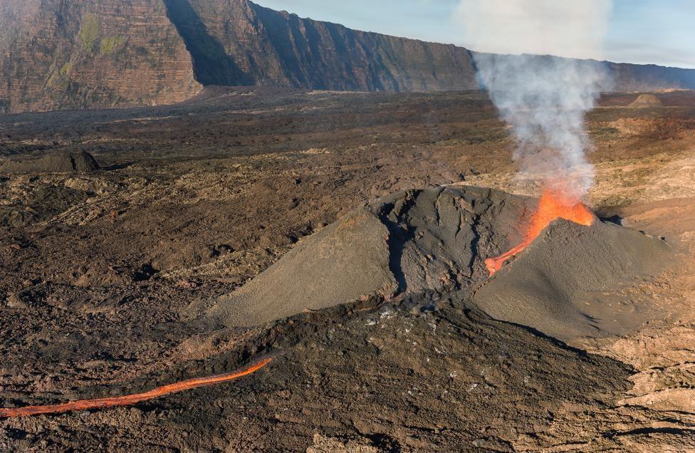 عکس کوه آتشفشانی