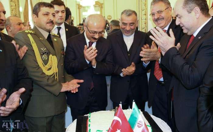 جشن پیروزی انقلاب در سفارت ایران/ برش کیک تولد انقلاب با حضور مقامات ترکیه Newseno