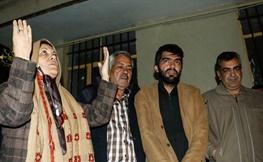 تصاویر | تحویل گروگان آزاد شده به خانواده