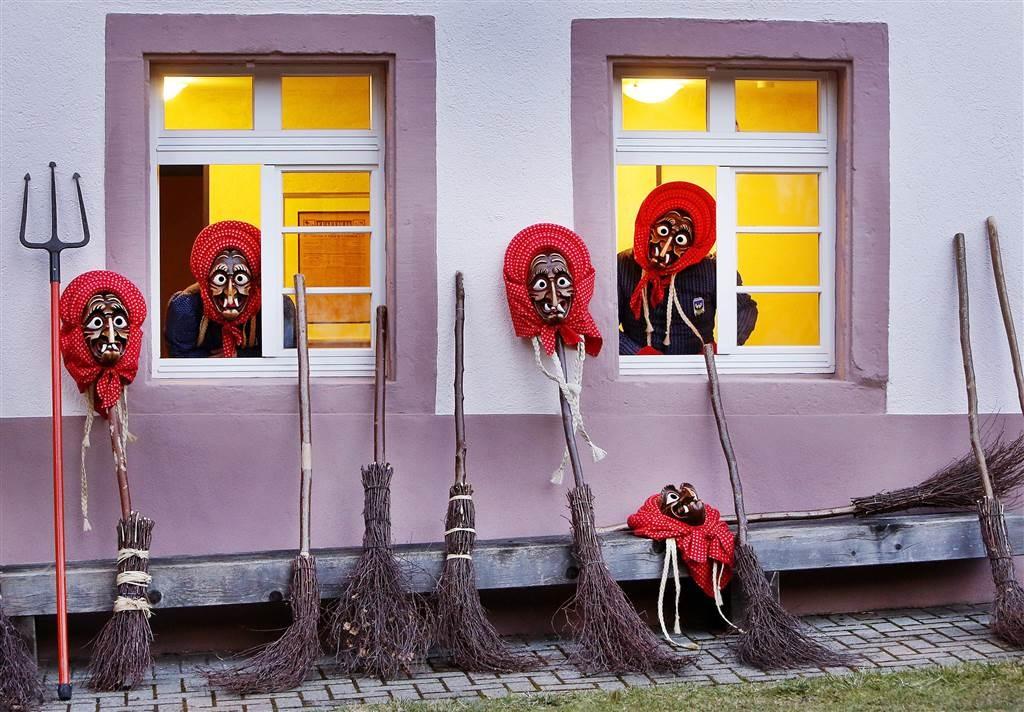 تصاویر | صحنههای عجیب و زیبا از کارناوالهای سراسر دنیا