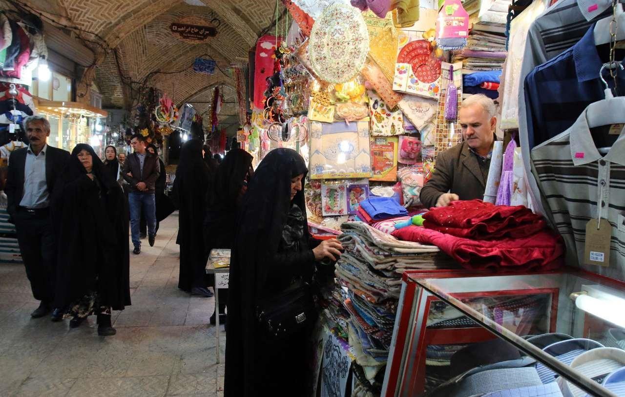 تصاویر | در حوالی نوروز | شب های شلوغ بازار زنجان در آستانه سال نو