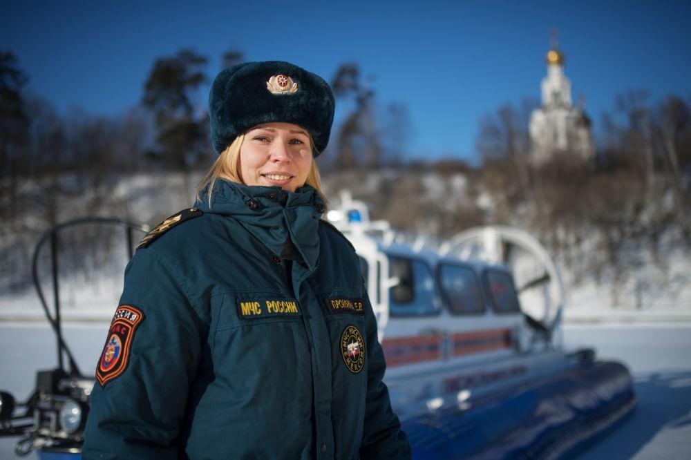 تصاویر | حرفههای عجیب زنان روسی؛ از چاقوسازی تا راندن تریلی