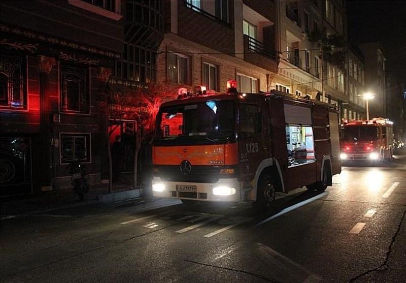 آتشسوزی در ۲ ساختمان ۵ طبقه/ نجات ۳۵ نفر از میان آتش و حریق ۵ خودرو