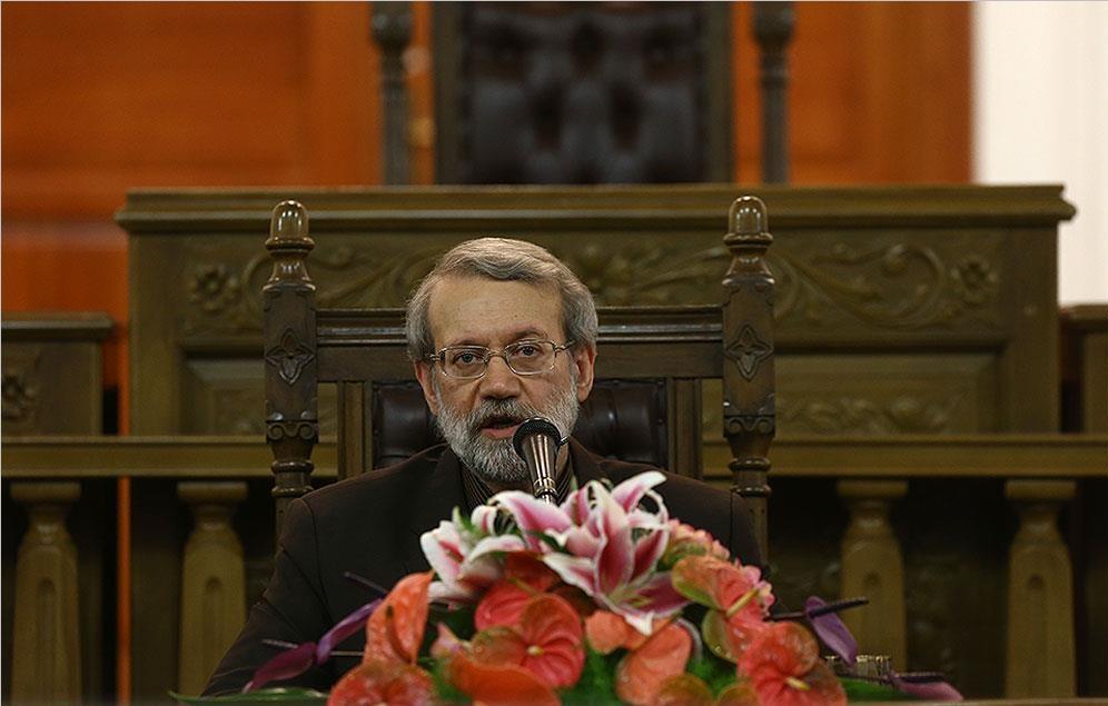 واکنش جالب لاریجانی به سوالی درباره احمدینژاد/ با روحانی رفیق هستم/رایزنی برای حل ممنوعالتصویری؟/۶