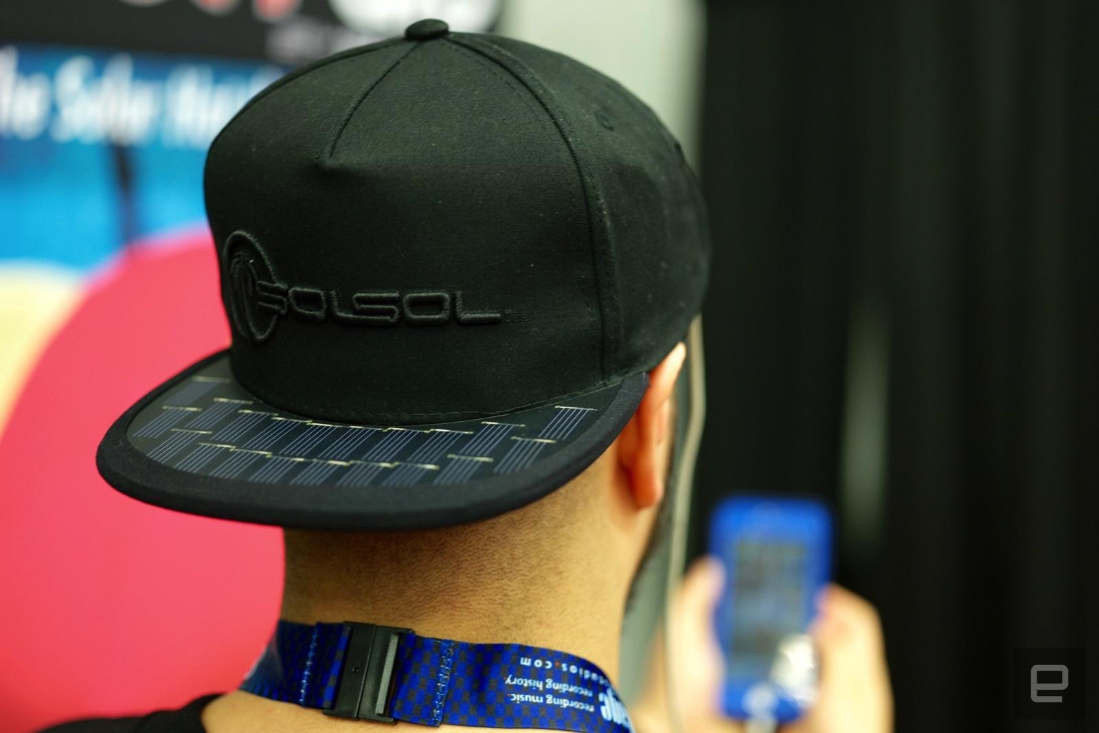 شارژر موبایل و لپتاپ روی سر شما/ عکس