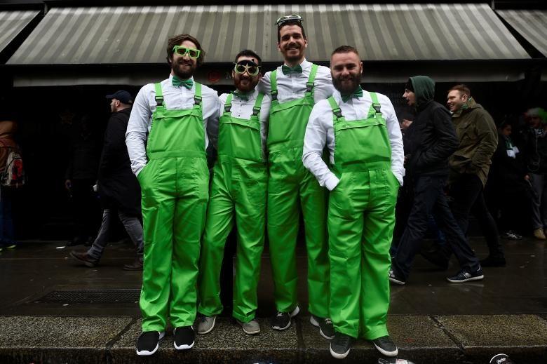 تصاویر | جشن روز سنت پاتریک با لباسها و نمادهای سبز