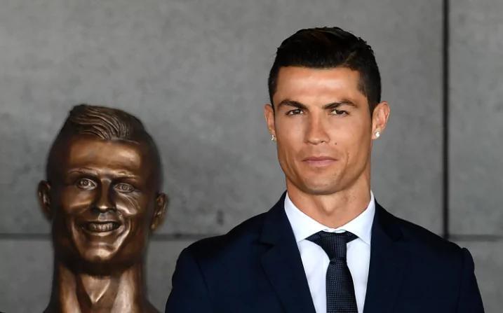 تصاویر | مجسمه رونالدو در فرودگاه زادگاهش که مورد تمسخر رسانهها قرار گرفت