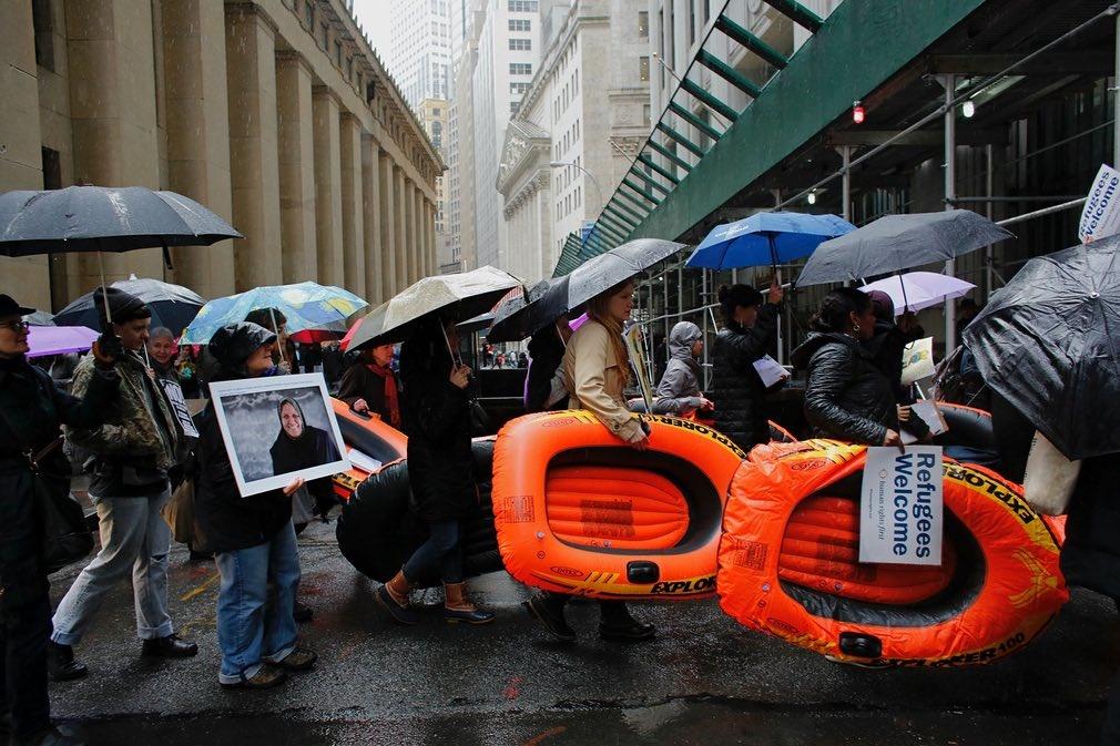 عکس   تظاهرات متفاوت علیه سیاستهای ضدمهاجرتی ترامپ