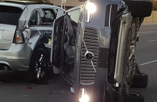 تصادف خودروی خودران اوبر در آریزونا / عکس
