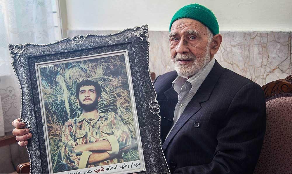 تصاویر   پدرانی که دستشان جای بوسه تمام فرزندان ایران است