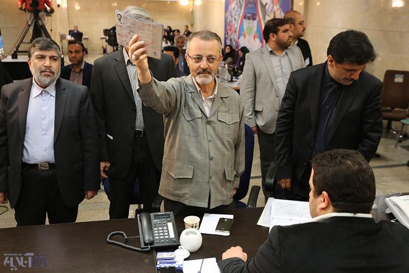 کابینه احمدینژاد در صف انتخابات/ زریبافان نامزد کرسی ریاست جمهوری شد