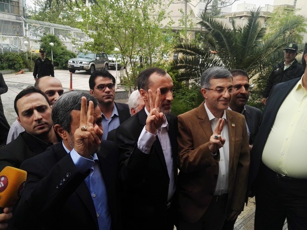حضور خبرساز احمدینژاد در ستاد انتخابات/ از جوسازی مشایی تا ثبتنام بقایی