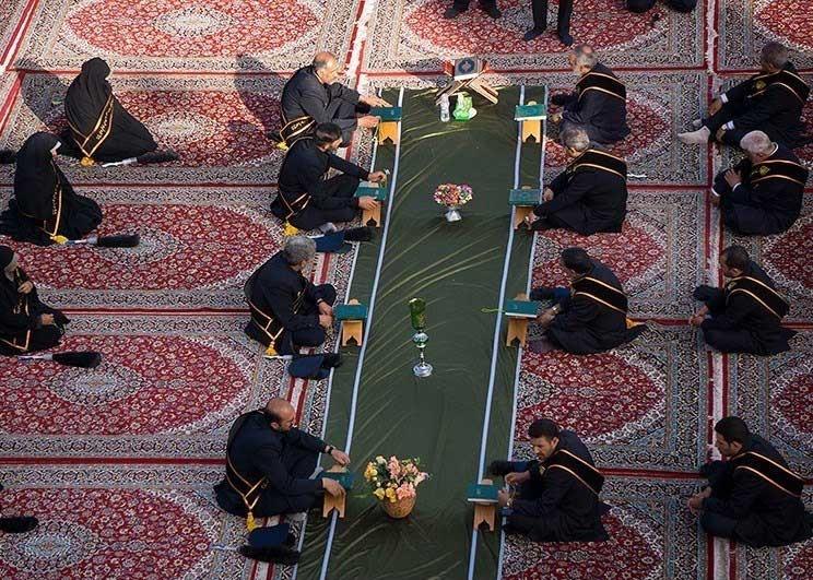 تصاویر   اهتزاز پرچم عزا بر فراز گنبد فیروزهای