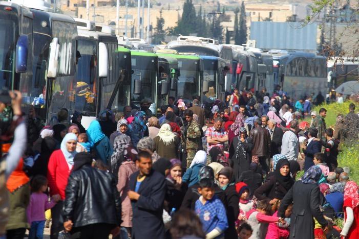 تصاویر | جنایت هولناک تروریستها در حلب | ۳۹ کشته در انفجار اتوبوس غیرنظامیان