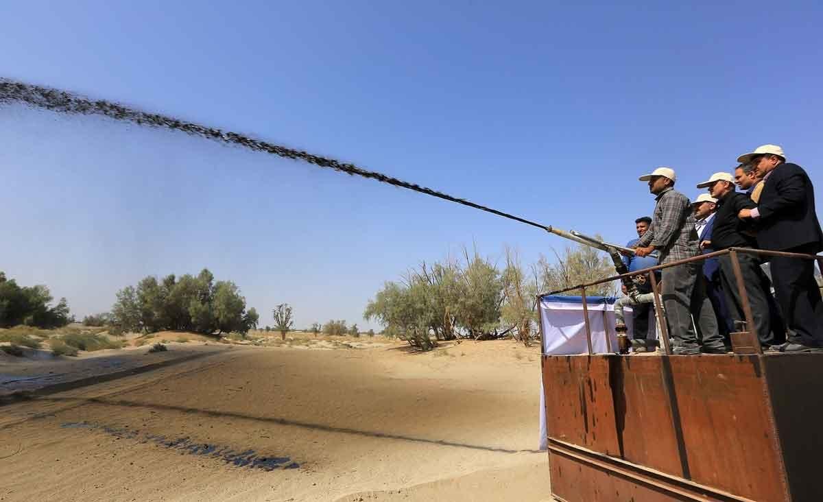 تصاویر   آغاز عملیات مالچپاشی در شرق کرمان