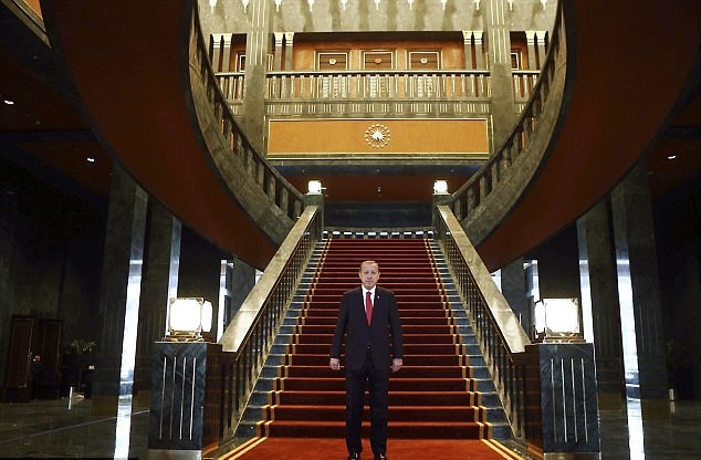 اردوغان در کاخ 500 میلیون دلاری خود