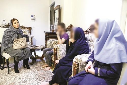 نخستین قدم برای آزادی زنان زندانی جرایم غیرعمد/ سحر دولتشاهی در خانه یک زن زندانی