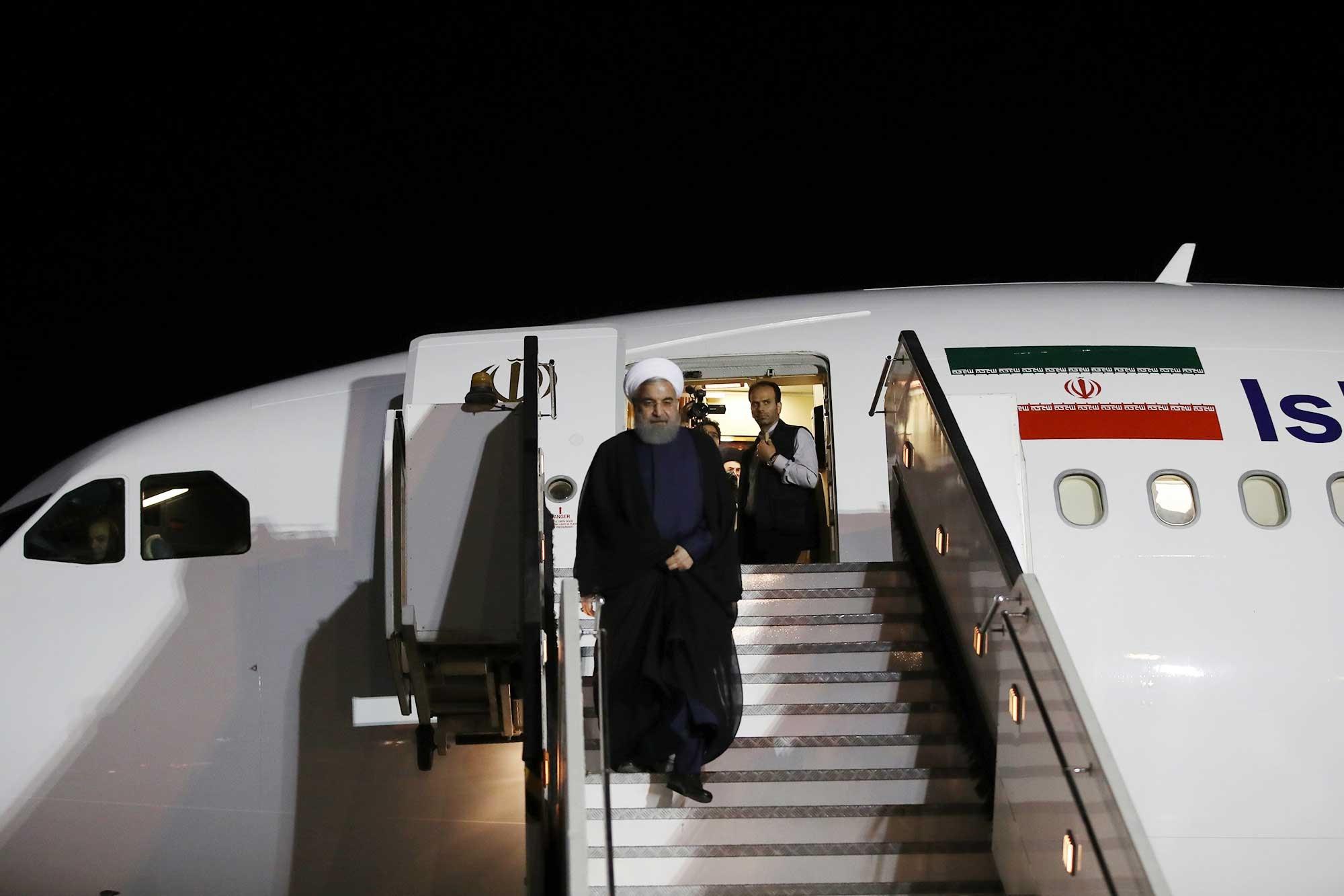 تصاویر | ورود رئیسجمهور به فرودگاه شیراز