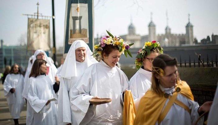 تصاویر | مردم دنیا بهار را چطور جشن میگیرند؟