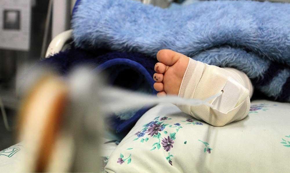 تصاویر | مرگ مغزی رقیه ۵ساله در پی کودک آزاری ناپدری