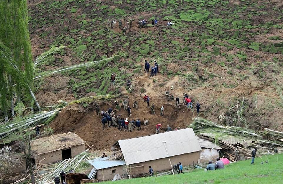 تصاویر | کشته شدن ۲۴ نفر بر اثر رانش زمین در قرقیزستان